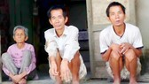 Vợ chồng già bệnh nặng, 4 con bị tâm thần
