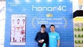 Honor 4C lập kỷ lục bán hàng online