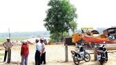 Hàng chục hộ dân rào đường vào dự án ở Đà Nẵng - Chưa đền bù đã thi công