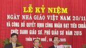 Đại học Huế: Hai nhà giáo vinh dự đón nhận Huận chương Lao động
