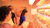 Khai trương điểm bán hàng Việt đầu tiên tại quận 4