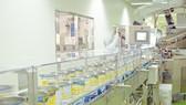 Đoàn tham tán thương mại thăm siêu nhà máy sữa nước của Vinamilk