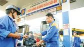 Giá xăng tiếp tục tăng hơn 500 đồng/lít