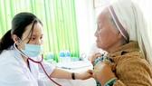 Khám bệnh miễn phí cho 600 bà con người Chăm