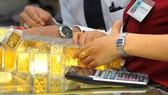 Vàng SJC giảm 300.000 đồng/lượng, VN-Index tăng gần 9 điểm