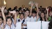 Á hậu Kim Nguyên cùng nghệ sĩ Việt mang Trung thu đến trẻ nghèo
