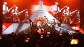 """Scorpions """"đốt cháy"""" hơn 10.000 khán giả tại Hà Nội"""