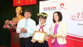 Trao giải cuộc thi Prudential- Văn hay chữ tốt tại TPHCM
