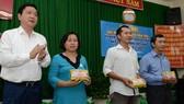 Bí thư Thành uỷ TPHCM Đinh La Thăng dự ngày hội đại đoàn kết toàn dân tộc tại khu dân cư