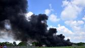Cháy lớn tại cơ sở sản xuất nón bảo hiểm