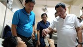 Twin Philippine bombings wound 33