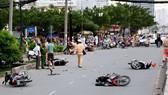Ô tô tông gần chục xe máy, nhiều người bị thương