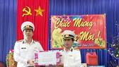 Bộ Tư lệnh Vùng 3 Hải quân thăm và chúc tết tại đảo Cồn Cỏ