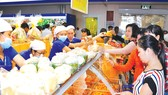 Co.opmart và Co.opXtra tăng giờ mở cửa, giảm giá mạnh và nhận kho thịt cho khách