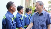 Lãnh đạo TPHCM chúc tết công nhân xử lý rác