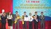 Trao giấy chứng nhận đầu tư cho dự án gang thép Hòa Phát Dung Quất