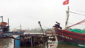 Quảng Trị: Ứng cứu một tàu cá bị lốc nhấn chìm ở cửa biển