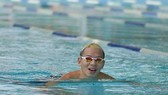 Tran Duy Khoi sets new record in breaststroke swimming