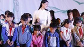 Kim Nguyên, Ngọc Thanh Tâm lên núi trao quà tặng trẻ em nghèo