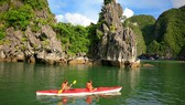 """Đề nghị Quảng Ninh không """"khai tử"""" dịch vụ chèo thuyền kayak"""