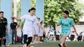 Phụ công bóng chuyền Ngọc Hoa... đá bóng ở phố núi Đắk Lắk. Ảnh: THIÊN HOÀNG