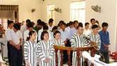 Nguyễn Thị Hạnh và 26 bị cáo hải quan đều kêu oan (!?)