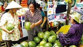 Hàng hóa nhiều, siêu thị quá tải