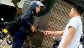 Đối tượng cầm dao dọa giết phóng viên tiếp tục có biểu hiện dọa trả thù