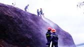 Cháy lớn tại bãi dăm gỗ trị giá trên 100 tỷ đồng
