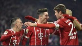 Bayern Munich - Schalke 04 2-1: Bộ đôi Lewandowski - Muller hạ Schalke