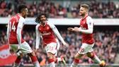 Arsenal - Watford 3-0: Mustafi, Aubameyang, Mkhitaryan tưng bừng bắn phá