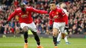 Man United - Swansea City 2-0: Lukaku, Sanchez tỏa sáng, Quỷ đỏ về tốp 2