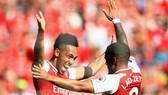 """Arsenal - Everton 2-0: Song sát Lacazette, Aubameyang """"nã đạn"""", Pháo thủ thắng dễ"""