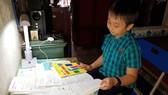 """Bất ngờ cậu bé lớp 4 """"bắn"""" tiếng Anh điệu nghệ giới thiệu cảnh đẹp Quảng Bình"""