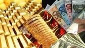 Giá vàng sụt nhanh, USD ổn định