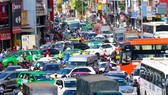 Một vụ ùn tắc giao thông trên đường Trường Sơn (quận Tân Bình)