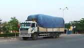 Xử lý nghiêm xe tải và xe kéo sơmirơmoóc dừng đỗ không đúng quy định