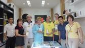 Khách hàng của Minh Tuấn Mobile Đà Lạt không chỉ khách quen mà còn du khác quốc tế