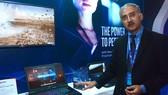 Ông Kris Kolady, giám đốc Marketing của Intel giới thiệu bộ vi xử lý Intel Core i9
