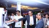 Ông Vũ Minh Trí - Giám đốc điều hành VinaData giới thiệu công nghệ của VNG tại Internet Day 2018