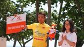 Nguyễn Thành TâmTâm vẫn giữ được áo vàng sau chặng đua quan trọng. Ảnh: HOÀNG HÙNG