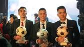 Bộ ba đoạt giải QBV, QBB và QBĐ futsal 2017. Ảnh: DŨNG PHƯƠNG