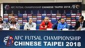 HLV các đội Bahrain, Nhật Bản, Việt Nam và Uzbekistan (từ trái sang) tại buổi họp báo trưa 7-2