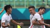 Niềm vui của các cầu thủ Hồng Công sau chiến thắng đầu tiên
