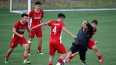 Thầy trò Đội tuyển trên sân tập ngày 12-10. Ảnh: MINH HOÀNG