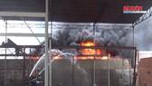 Cháy nhà xưởng ở Bình Chánh, gần 200 chiến sĩ PCCC tham gia cứu chữa