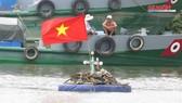Ghe hơn 100 tấn chìm ở TPHCM, 3 người thoát chết