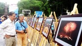 "Photo exhibition on ""ASEAN Peoples and Countries"" opens in Hanoi.  (Photo: Sggp)"