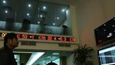 An investor follows transactions at Sai Gon Securities Inc (SSI) in Hanoi. (Photo: VNA)