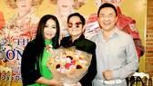 Director Hoa ha (C ), actress Kim Ngan and actor Dai Nghia